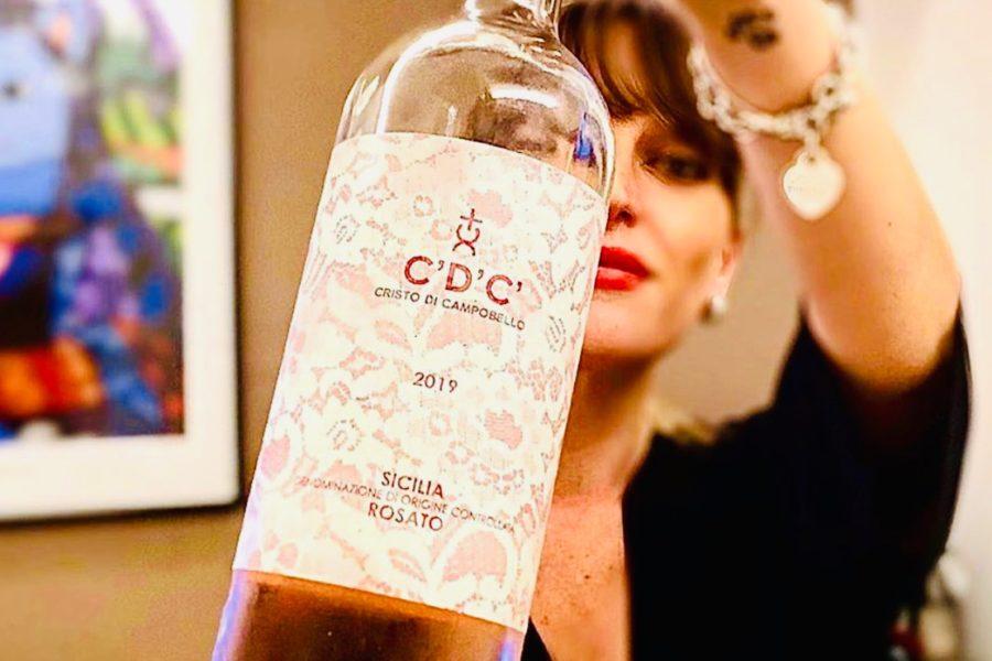 """Cristina Mercuri, Presidente di DEGUSTIBUSS, Accademia Italiana del Vino. Lo """"spirito"""" femminile del panorama enologico italiano."""